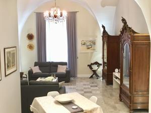 Area soggiorno di Dimora del Papa