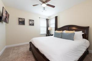A bed or beds in a room at Disney Dreams Luxury Home with Private Water Park