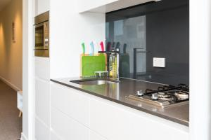 A kitchen or kitchenette at Relax in Luxury & Modern MELB 1BD