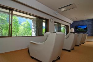 A seating area at Kamikochi Lemeiesta Hotel