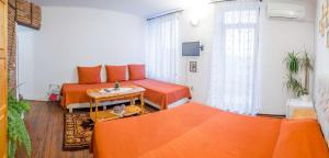 A bed or beds in a room at Hotel Stambolov