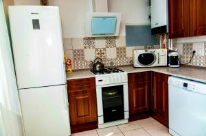 Кухня или мини-кухня в House in Lahta