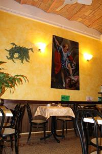A restaurant or other place to eat at Hotel Bolognese