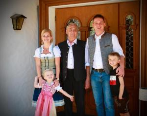 A family staying at Hotel Pension Alpengruß