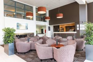 The lounge or bar area at Heartland Hotel Auckland Airport