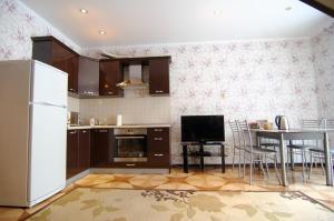 A kitchen or kitchenette at Таунхаус, оз. Банное