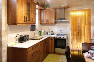 A kitchen or kitchenette at 5 Minute Walk From Malta Airport