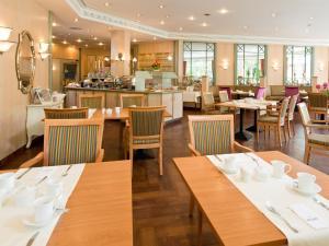 Ein Restaurant oder anderes Speiselokal in der Unterkunft ACHAT Hotel Reilingen Walldorf