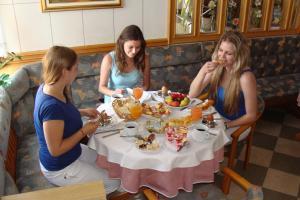 Ein Restaurant oder anderes Speiselokal in der Unterkunft Pansion Maltar Varaždin