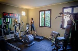 The fitness center and/or fitness facilities at Unaway Hotel Occhiobello