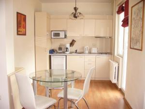 A kitchen or kitchenette at VIP Apartments Sofia