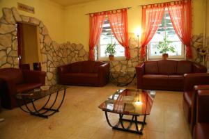 A seating area at Baranya Hotel Harkany