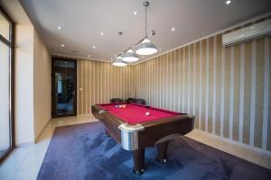 Biliardový stôl v ubytovaní Hotel Galanta