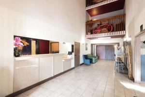 The lobby or reception area at Red Lion Inn & Suites Denver Airport