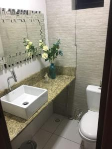 A bathroom at Novo Hotel