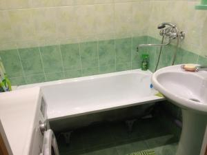 A bathroom at Апартамент