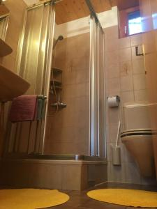 A bathroom at Haus Loretz