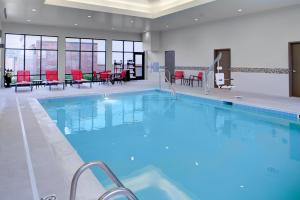 The swimming pool at or near Hampton Inn And Suites By Hilton Columbus Scioto Downs, Oh