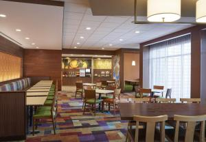 A restaurant or other place to eat at Fairfield Inn & Suites by Marriott Niagara Falls