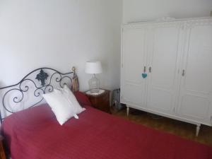 A bed or beds in a room at Casa de Santana