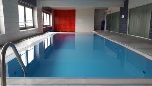The swimming pool at or close to cologne4u