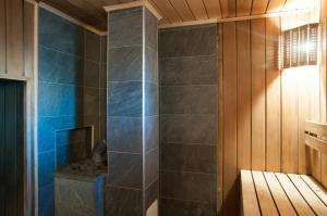 A bathroom at Дом в Сосновом бору