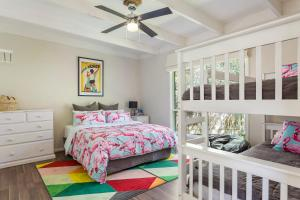 A bed or beds in a room at Blairgowrie Bella - light filled home with great deck