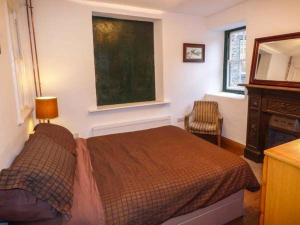 A bed or beds in a room at The Clocking In House