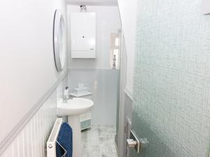 A bathroom at Winklers Cottage