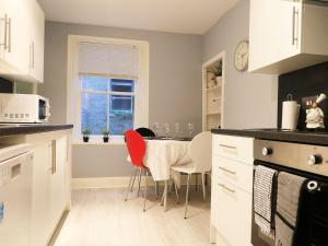 A kitchen or kitchenette at Winklers Cottage