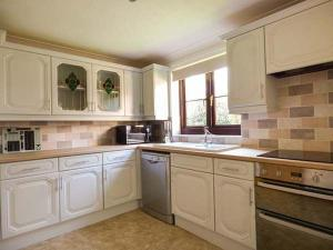 A kitchen or kitchenette at Coffers