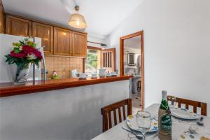 A kitchen or kitchenette at Areti Apartments