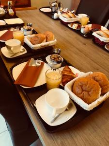 Breakfast options available to guests at Bed and Breakfast Vlissingen