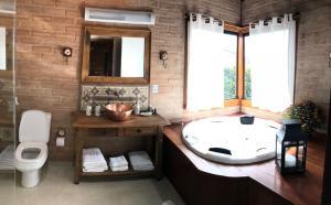 Um banheiro em Hotel Fazenda Fonte das Hortênsias