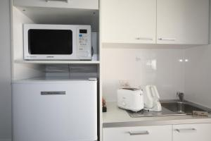 A kitchen or kitchenette at Route 66 Motor Inn