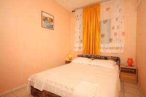 Posteľ alebo postele v izbe v ubytovaní Apartment Zaklopatica 8325a