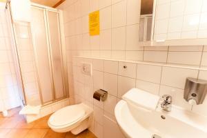 Ein Badezimmer in der Unterkunft Meyers Hofcafe