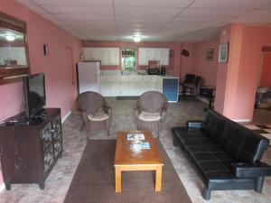 A kitchen or kitchenette at Calabash Mountain Villa