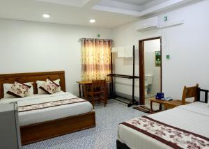 Кровать или кровати в номере Naung Yoe Hotel