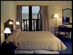 Una cama o camas en una habitación de Hotel Amsterdam