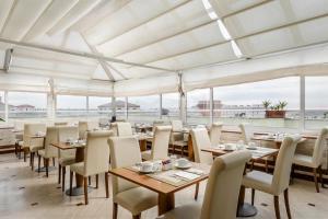 Restaurant ou autre lieu de restauration dans l'établissement Exe Domus Aurea