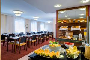 A restaurant or other place to eat at Hotel Alpha Wien