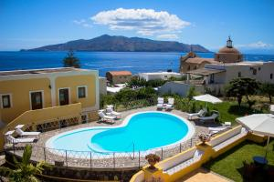 A view of the pool at Hotel Arcangelo - Salina or nearby
