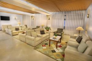 A seating area at Hotel Santo Antonio De Fatima