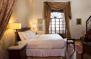 A bed or beds in a room at Hotel Boutique Santa Lucia