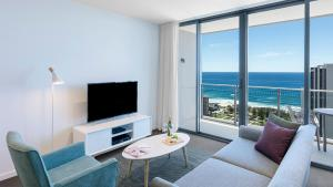 A seating area at Avani Broadbeach Residences