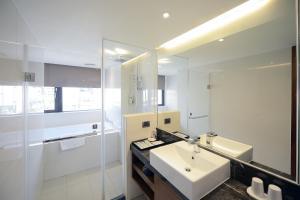 A bathroom at LeaLea Garden Hotels - Taipei