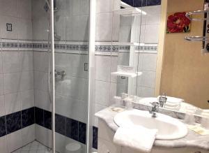 Een badkamer bij Chez Francoise