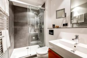 A bathroom at Hotel St. Annen