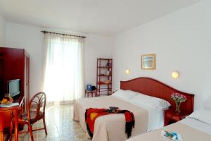 A bed or beds in a room at Hotel Ulisse